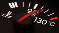¿Por qué se recalienta el motor del auto?